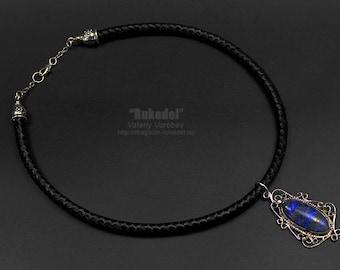 Necklace with lapis lazuli.