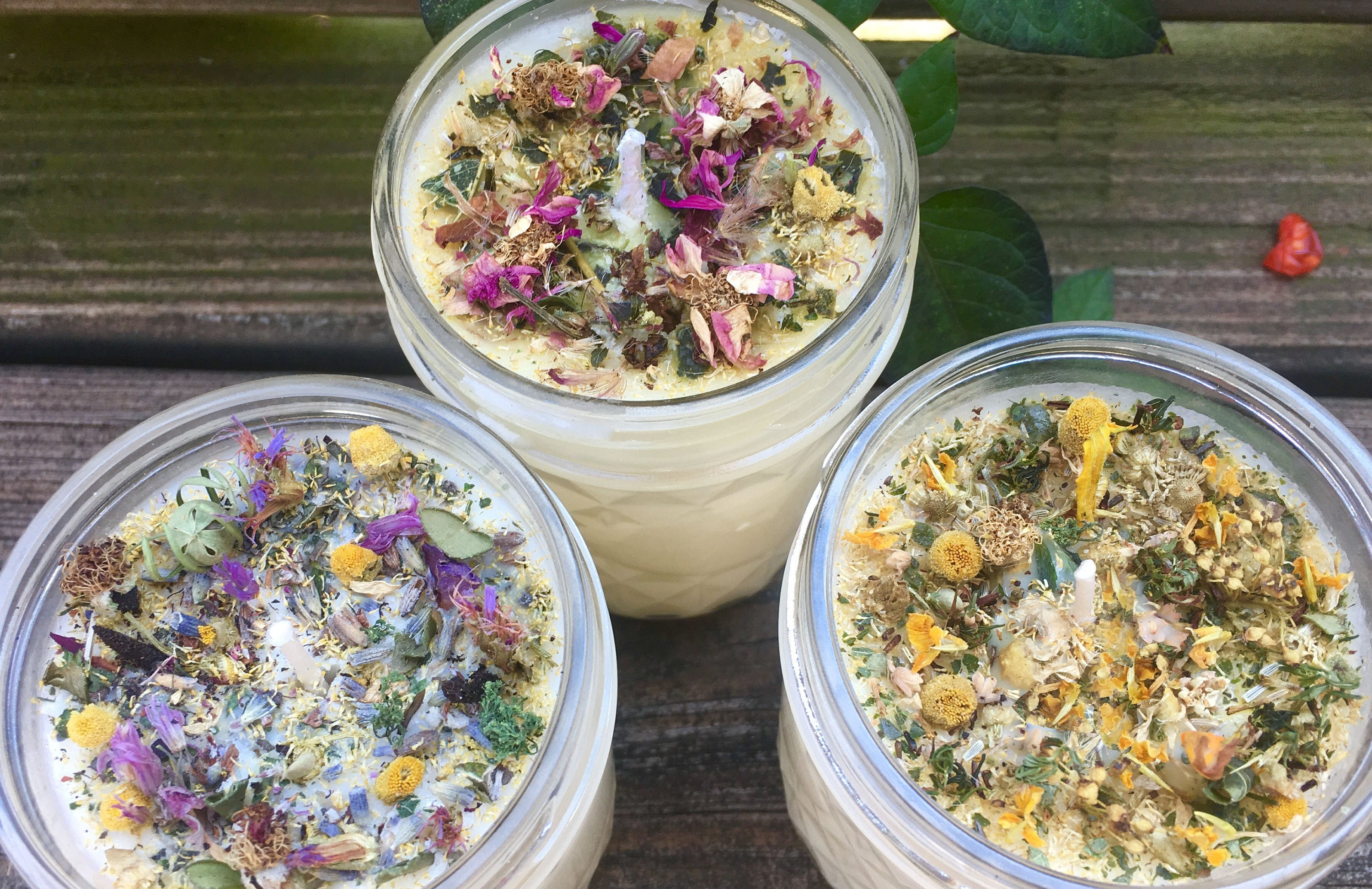 all natural aromatherapy candle with organic herbs & flowers, Badezimmer ideen