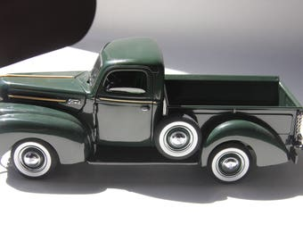 Vintage Danbury Mint 1942 Green Ford Pickup//Original Box and Title