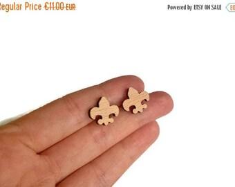 20% OFF SUMMER SALE Fleur de Lis wood stud earrings, fleur de lis stud earrings, french flower earring, wood stud earrings, fleur de lis jew