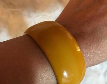 SALE Vintage Mustuard Lucite Large Bangle / Costume Jewelry / Mustard Color Bracelet