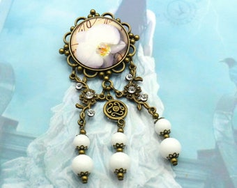 Brooch orchid with white jade beads and clear rhinestone bro-bro-001