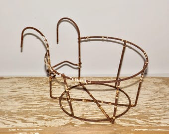 Metal wire hanging basket,planter holder,plant pot,shabby chic,chippy,rusty hanging bicycle flower basket, wire planter,hanging pocket
