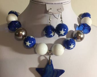 Blue, White, and Gray Dallas Cowboy Inspired Chunky Bubblegum Bead Necklace Set With Blue Howlite Star Pendant & Matching Blue Star Earrings