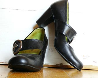 Black leather Mary Janes size 6 Hera chunky t strap Mary Jane heels shoes vintage 90s made in Portugal
