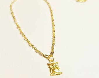 Dainty 14 kt gold owl pendant