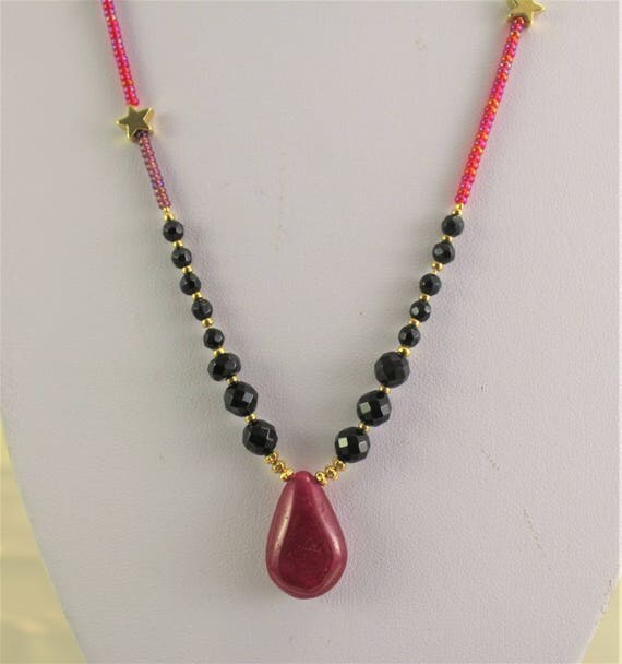 gold plated  necklace with precious stones : rubis and onyx