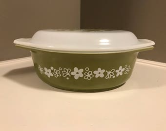 Pyrex Spring Blossom  Crazy Daisy Green Casserole Dish With Lid 1 1/2 QT 1970s