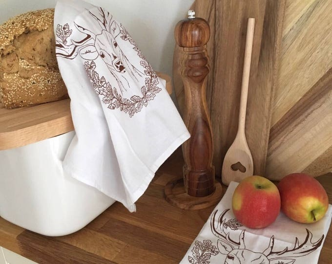 Deer With Acorns - Kitchen And Dining Cloth Napkins - Set of 4