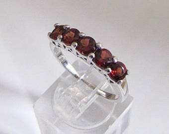 Ring silver and Garnet size 50 stones