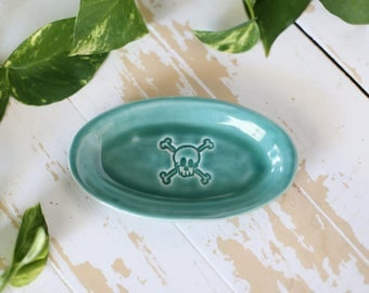 Green Pottery Skull Tray/Handmade Trinket Dish/Green Decor Tray/Green Jewelry Tray/Small Dish/Green Pottery Tray/Green Small Pottery Dish