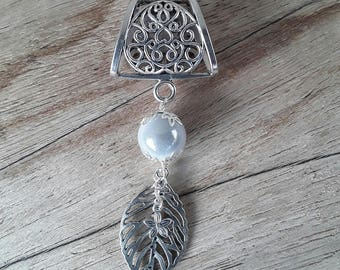 Jewelry scarf in white and silver foil