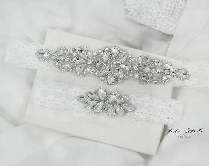 Dainty Wedding Garter, NO SLIP Lace Wedding Garter Set, bridal garter set