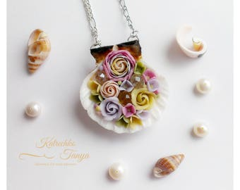 Polymer clay flower pendant. Sea shell pendant. Flower necklace. Fimo