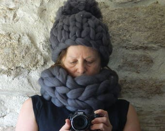 Super Chunky Infinite Scarf. Grey Chunky Knit Scarf. Oversize Snood Scarf. Grey Chunky Cowl. Big Yarn Scarf. Christmas gift. Gift for Her.
