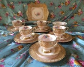 RESERVED: Beautiful and rare Tuscan pale pink and gold bone china 17 piece teaservice with daisies, made c.1947.