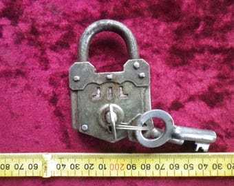 vintage interesting padlock / working well