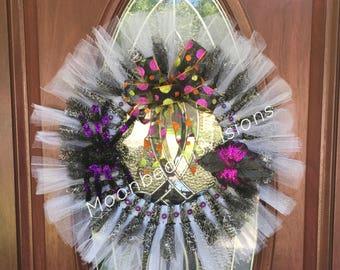 Halloween Tulle Wreath, halloween wreath, outdoor wreath, indoor wreath, lightweight wreath, spider wreath
