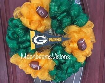 Green Bay Packers door decor, Green Bay packers wreath, Green Bay packers football, packers fan, outdoor wreath, football wreath, packers