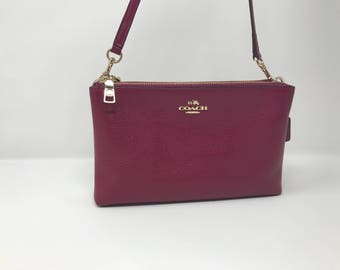 Coach crossbody like new with free shipping !