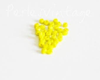 Large yellow opaque10g seed beads