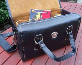 Vintage 1970s leatherette camera bag.