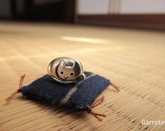 Push Cat pin Brooch