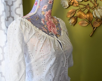 Breezy Summer White Cotton Eyelet Peasant Blouse/ Half Sleeve with Keyhole Neckline and Tie/ Size M