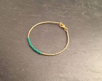 Bracelet beads aventurine and gold plated clasp.