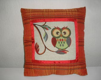 OWL or OWL pattern cushion