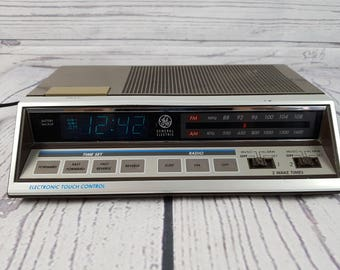 Vintage General Electric Wood Panel Alarm Clock Radio FM/AM Dual Bedside Electronic Touch Control Digital Display Model 7-4663A Malaysia