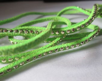 Apple 1 m green suede cord 3 mm silver rivets