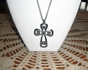 Vintage Sarah Coventry Romanesque Hemalyke Cross Neclace, signed