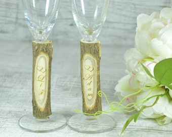 Wedding Champagne Glasses Bride and Groom Toast Glasses Wedding Flutes Mr Mrs Champagne Flutes Personalized Wedding Gift Engagement Glasses