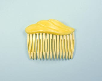 Yellow comb with soft silicone decoration