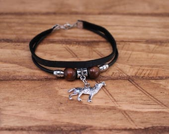 Leather bracelet with wolf charm