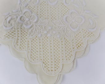 Embroidered Lace Table Linen Napkins / Set of 2 / White on Beige / Floral Design