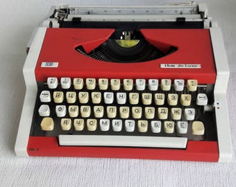 Portable Manual typewriter Red Olympia traveller de luxe UNIS tbm de luxe WORKING Functioning Portable Typewriter home decor