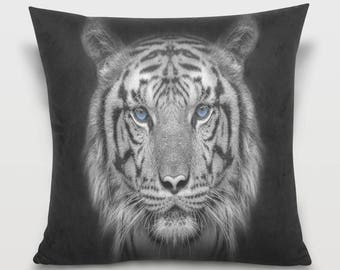 Black and White Lion Pillow Cover Lion Throw Pillow Lion Pillowcase Black and White Lion Portrait Decor  Sofa Decorative Pillow