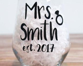 Engagement Gift / Personalised Engagement Gift / Future Mrs Wine Glass / Newly Engaged Gift / Just Engaged / Custom Engaged Gift / Tumbler