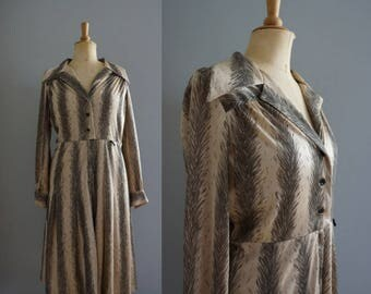 1970s Shirtwaist Dress in Dusty Pink and Grey / Vintage Dress