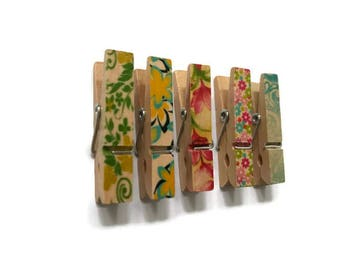 assorted packet of pegs, decorated pegs, patterned pegs, floral pattern
