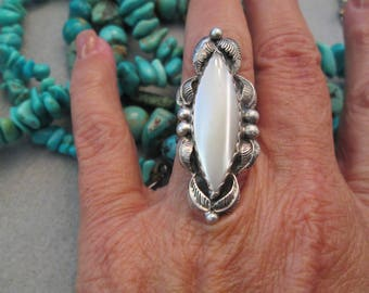 Navajo Old Pawn Genuine Mother of Pearl & Sterling Ring>Long Luscious Stone> Gorgeous Leaf Border>Simple Elegant design>Excellent condition