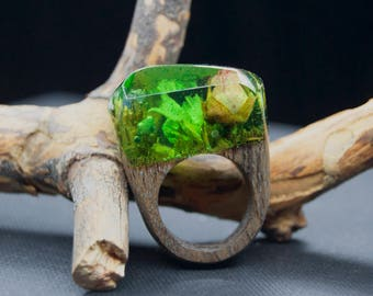 Promise ring for her Wooden rings for girlfriend Resin and wood rings for women 5th anniversary Gift for wife Green resin rings Wooden gifts