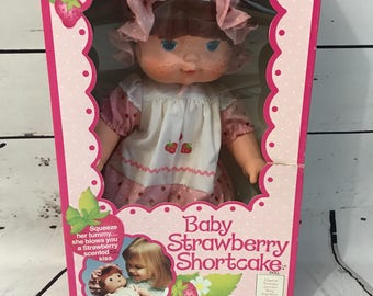 American Greetings Kenner Baby Strawberry Shortcake blows' you a strawberry kiss doll  no 26400 NEW IN BOX