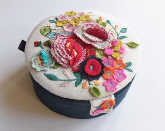 Ideal present-Jewellery box with beautiful felt decoration
