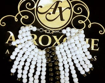 Fashion Statement choker necklace - Black and white beads