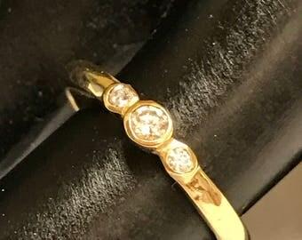 Beautiful Women's Diamond and Gold Ring