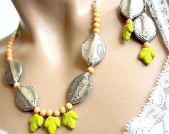 Set leaves green vine and silver beads ethnic style