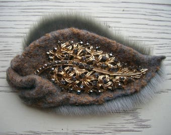 "valjanoja brooch with fur ""autumn mood"""
